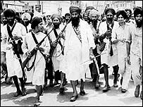 bhindranwale_with_armed_entourage.jpg